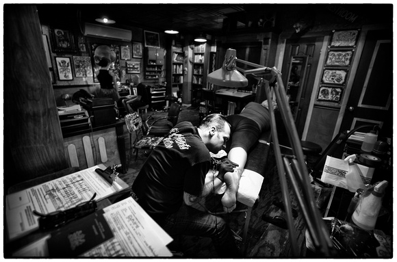 Arnyzona photography reportage misc magic cobra tattoo for Magic cobra tattoo